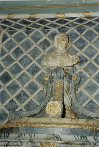Buste : Voltaire, sur piedouche polychromé et doré, vue de face