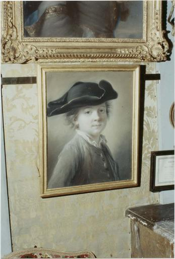 Tableau : portrait d'un garçonnet coiffé d'un tricorne, attribué à Drouais, pastel