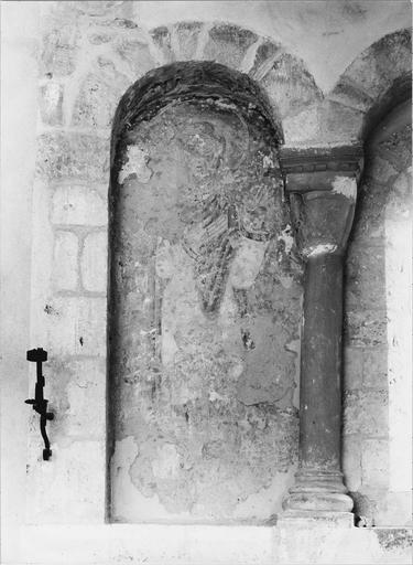 Peinture murale : fragmentaire,  détail de l'arcature Nord, une sainte
