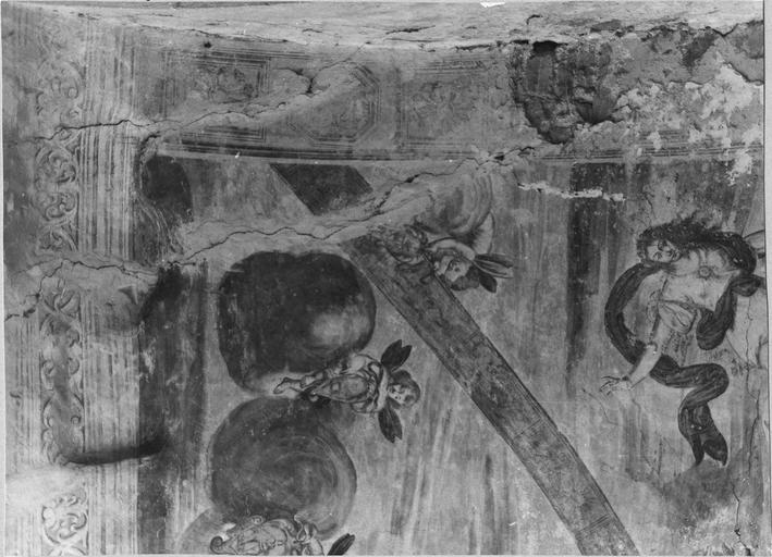 Peinture monumentale de la voûte de l'entrée sur la cour d'honneur : Le char d'Apollon, détail de putti, avant restauration 1979