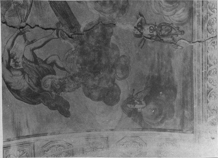 Peinture monumentale de la voûte de l'entrée sur la cour d'honneur : Le char d'Apollon, détail du dieu et de putti, avant restauration de 1979