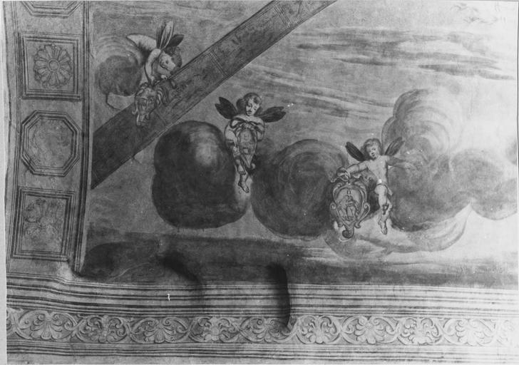 Peinture monumentale de la voûte de l'entrée sur la cour d'honneur : Le char d'Apollon, détail de putti, après restauration de 1979