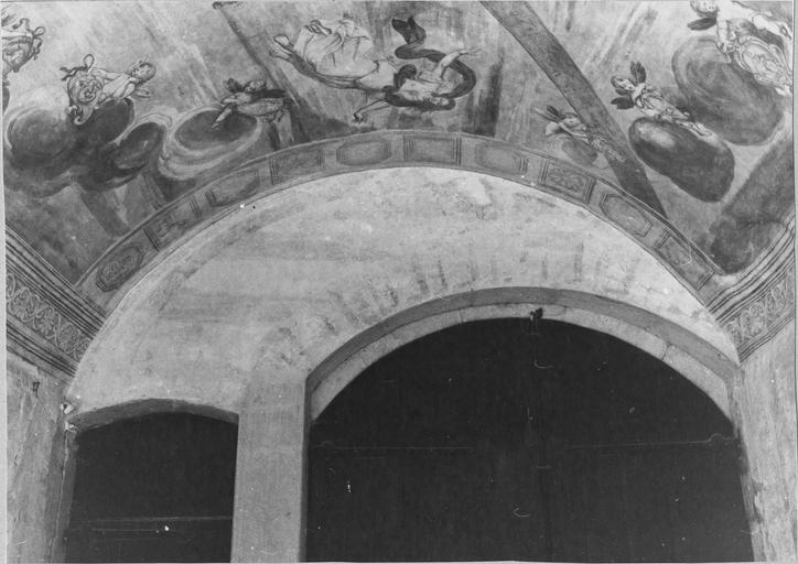 Peinture monumentale de la voûte de l'entrée sur la cour d'honneur : Le char d'Apollon, détail de putti et de la déesse de l'Aurore, après restauration de 1979