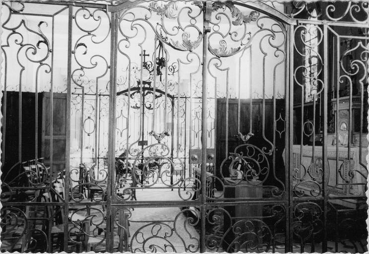 Grilles en fer forgé séparant la chapelle des salles des vieillards, 18es