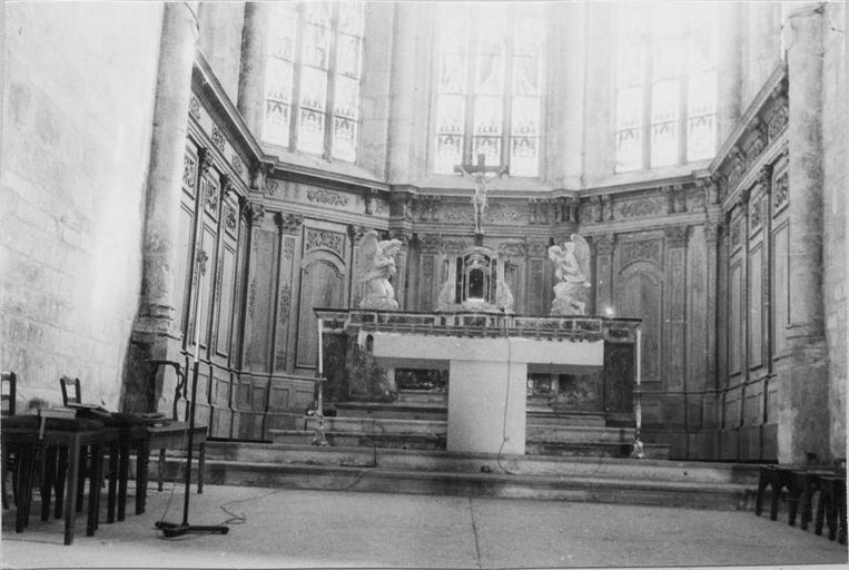 boiseries du choeur et autel, 18e siècle, vus de la nef