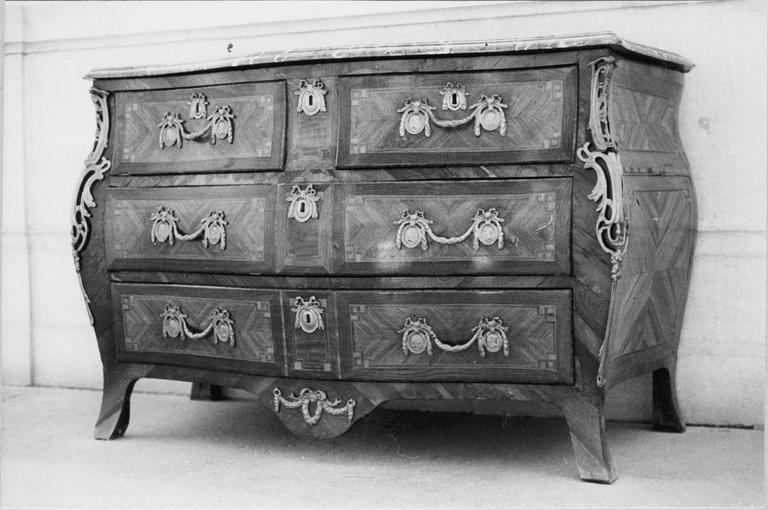 Commode à six tiroirs, bois marqueté et bronzes dorés, 18e siècle
