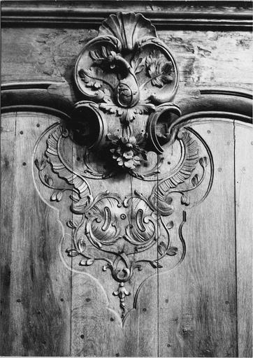Boiseries, lambris début du 18e siècle, détail du motif sculpté en partie haute