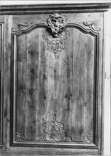 boiseries, lambris début du 18e siècle, détail d'un panneau sculpté