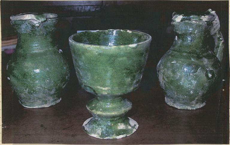 Calice et  deux burettes, céramique