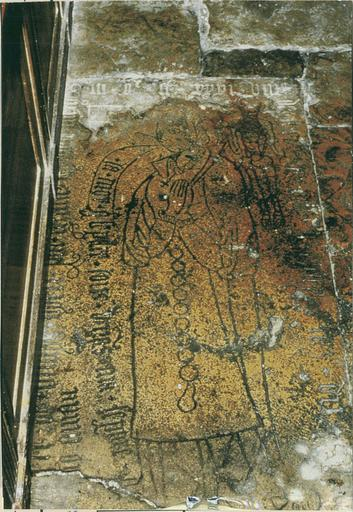 Dalle funéraire d'Hélène du Molard, pierre gravée 1531