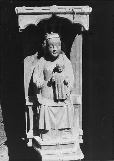 statue : La Vierge à l'Enfant, bois polychrome, 14e siècle, vue frontale