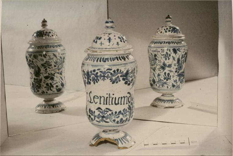 Pot à pharmacie avec inscription: 'Lenitiumd'