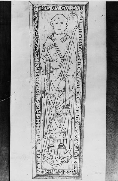 Dalle funéraire de Guigne de Versailleux, abbé d'Ambronay