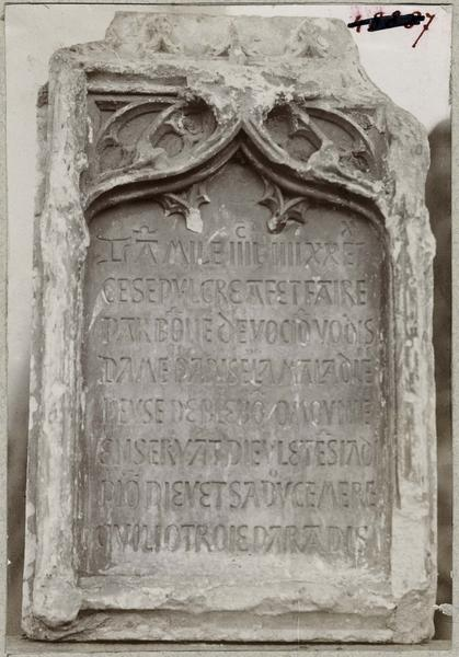 Plaque funéraire de dame Parise de Maladière, vue générale
