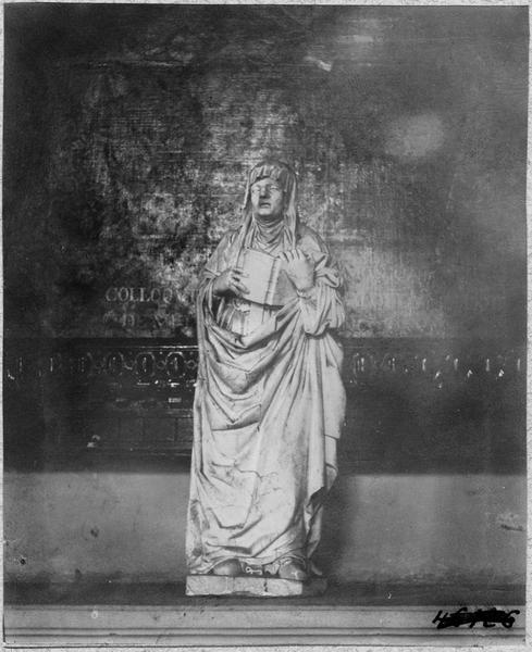 Statue : sainte Monique