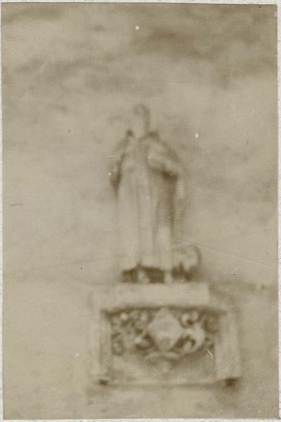Statue non identifiée, vue générale