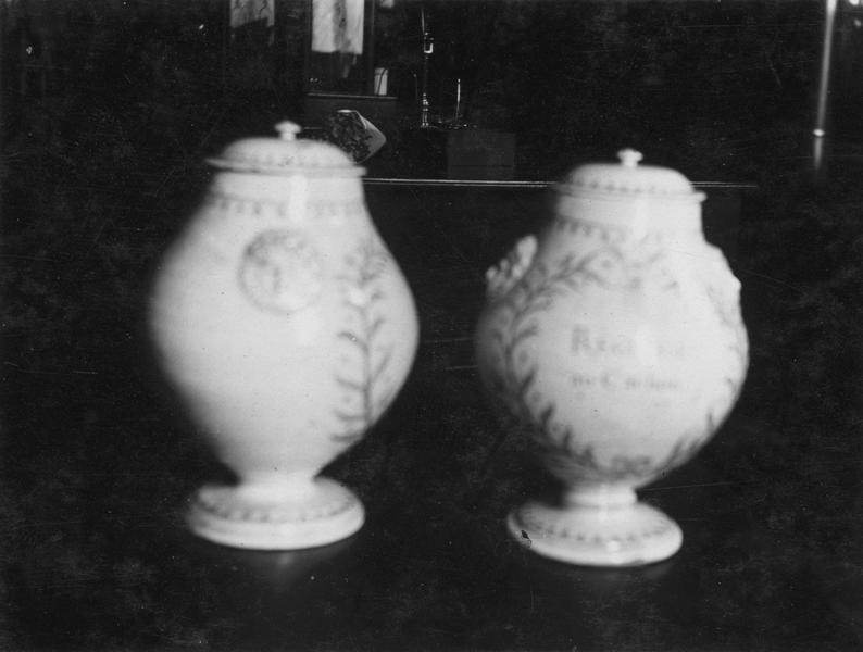 Vases décoratifs, vue générale