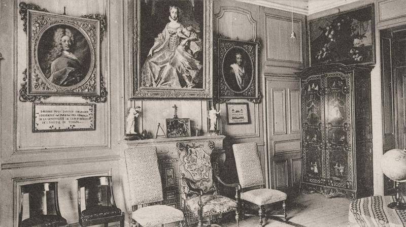 armoire, portraits: messire Panissod, bienfaiteur de l'hospice membre de la famille Panissod, vue générale