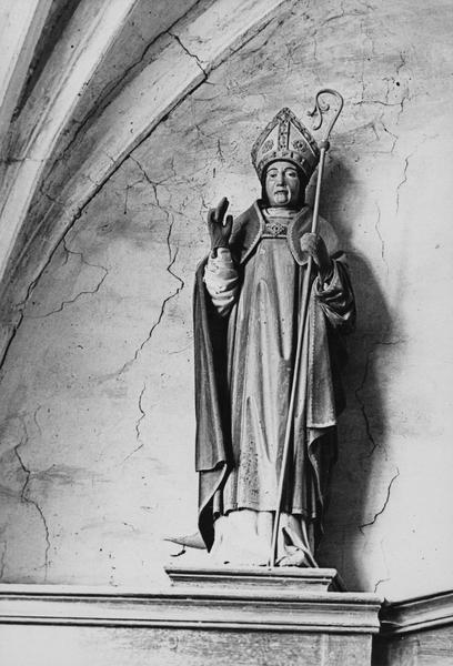 Statue : évêque, vue générale