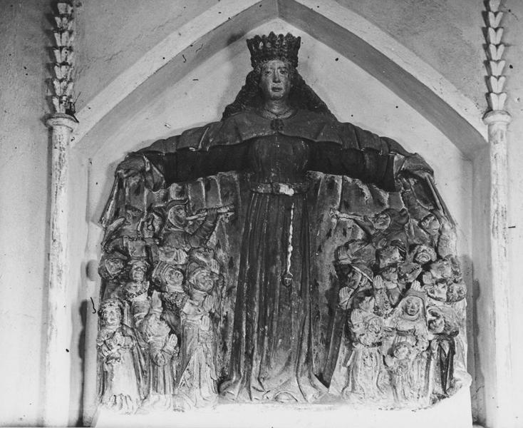 Bas-relief : Vierge auxiliatrice, vue générale