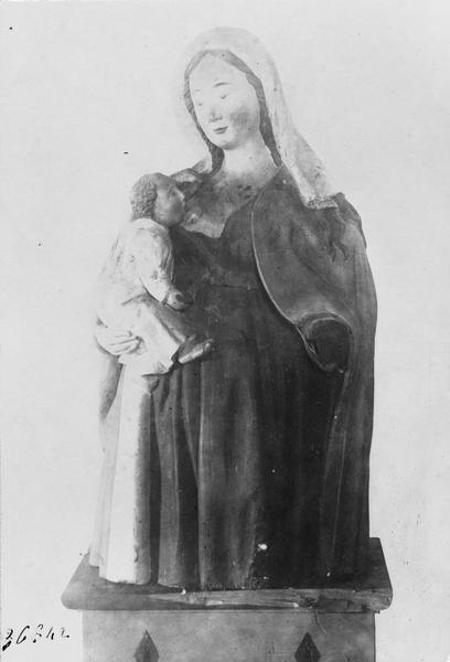 Statue : Vierge allaitante, vue générale