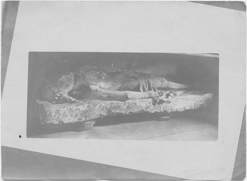 Statue: Christ gisant (ancien sépulcre du couvent des Cordeliers), vue générale