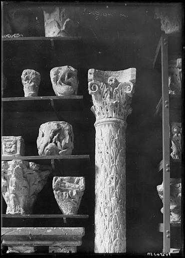 Chapiteaux romans déposés