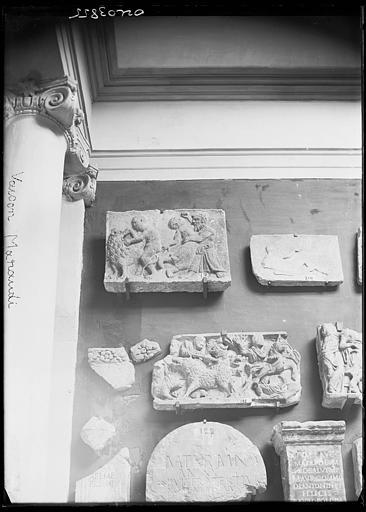 Dépôt lapidaire : bas-reliefs historiés