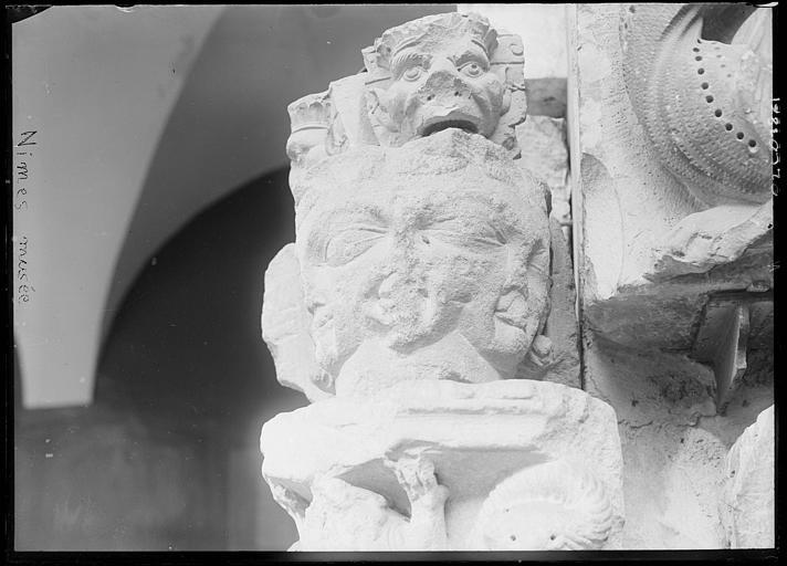 Dépôt lapidaire : pierre sculptée, têtes