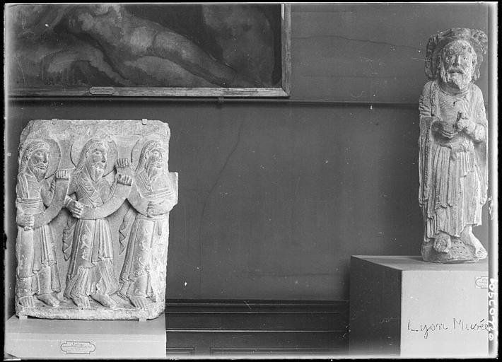 Dépôt lapidaire : statue, bas-relief, personnages
