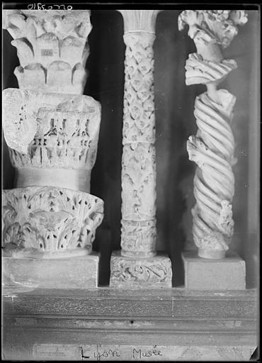 Dépôt lapidaire : chapiteaux, colonnes sculptées