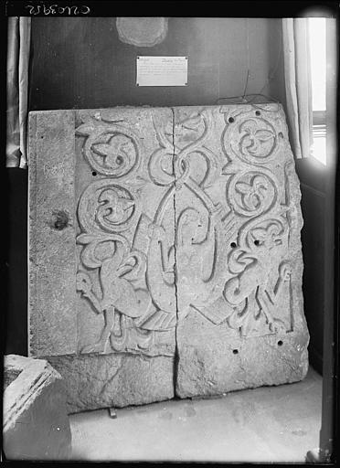 Dépôt lapidaire : bas-relief provenant de l'église de Moulins-les-Metz