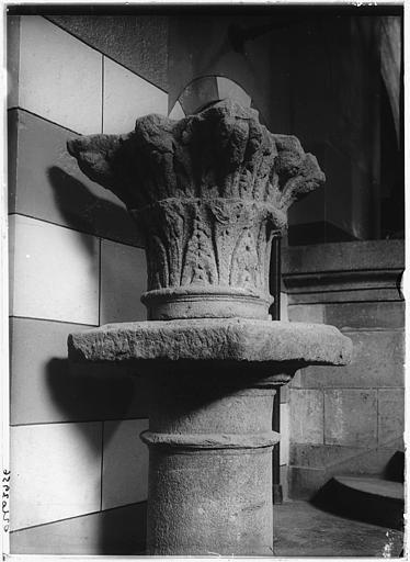 Dépôt lapidaire : chapiteau sur colonne