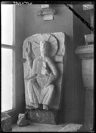 Dépôt lapidaire : statue du Christ provenant de l'église Saint-Paix