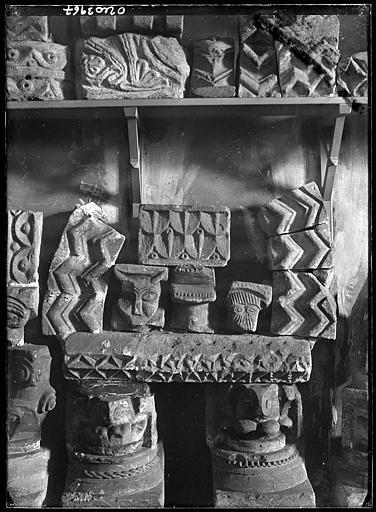 Dépôt lapidaire : pierres sculptées