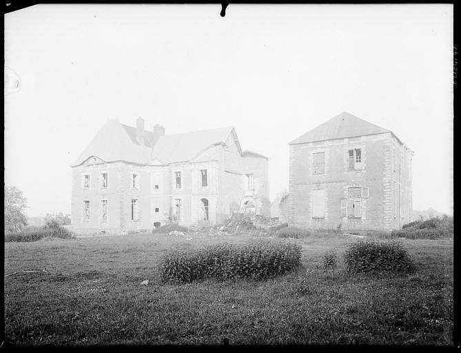 Bâtiments en cours de restauration en campagne