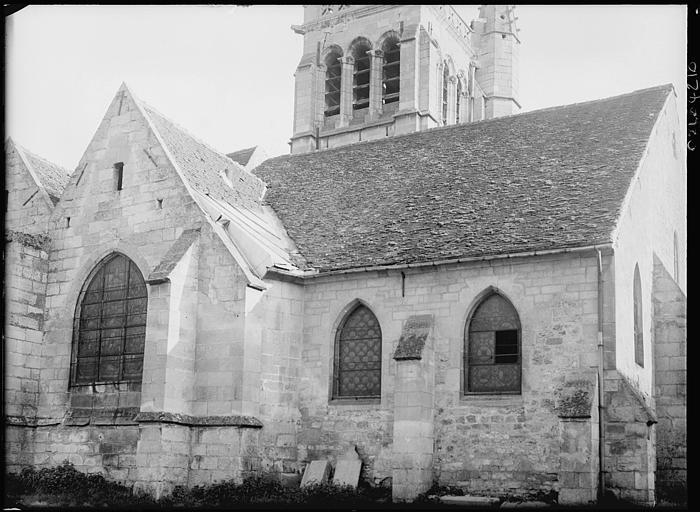 Façade latérale, base du clocher