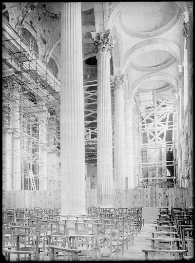 Intérieur : la nef en cours de restauration