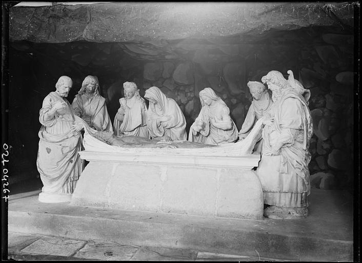 Mise au tombeau : groupe sculpté