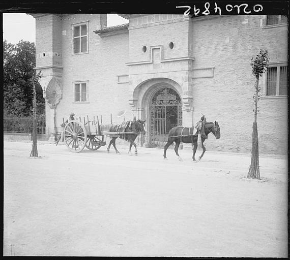 Ancienne porte de l'arsenal : attelage de chevaux