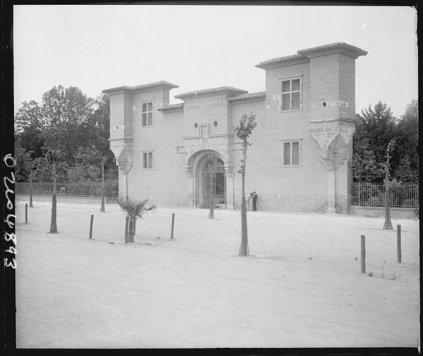 Ancienne porte de l'arsenal : vue d'ensemble