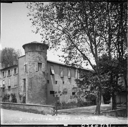 Tour d'angle et façades latérales