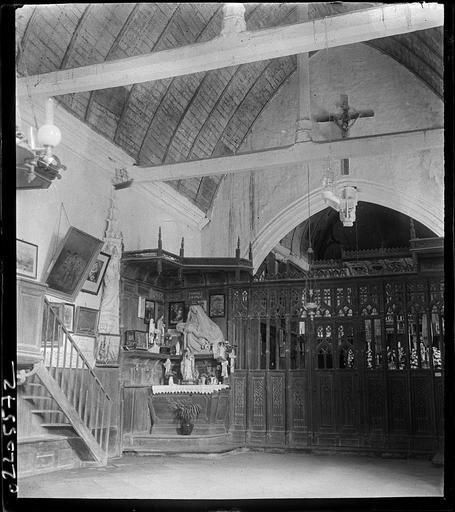 Intérieur : la nef, clôture du choeur et sculpture de la mise au tombeau