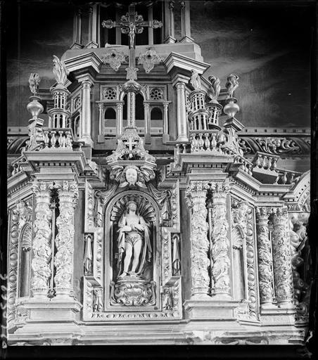 Intérieur : détail de l'autel