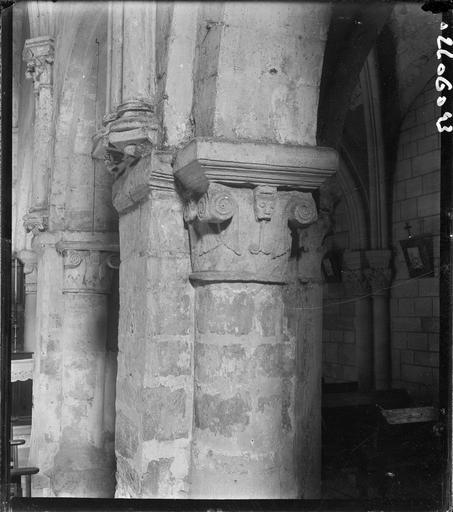 Intérieur : chapiteaux sculptés