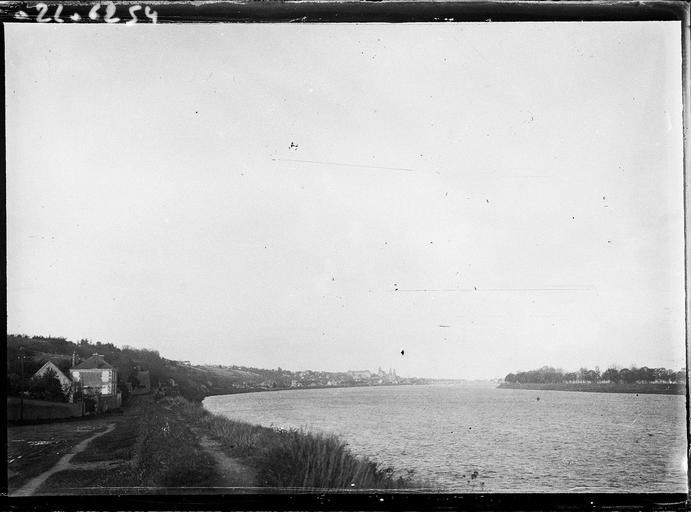 La Loire et vue éloignée sur la ville de Blois