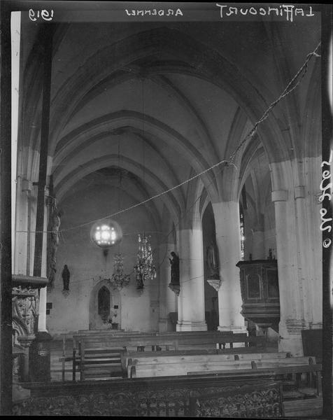 Intérieur: une chapelle
