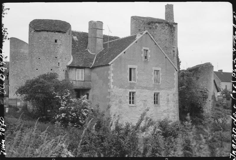 Logis côté sud et vestiges des tours