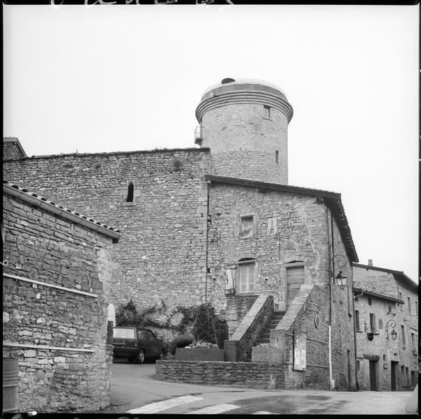 La tour depuis le village