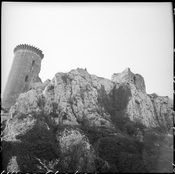 Tour de l'Hers et enceinte en ruines